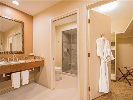 Adobe Traditional Suite King Room Bathroom